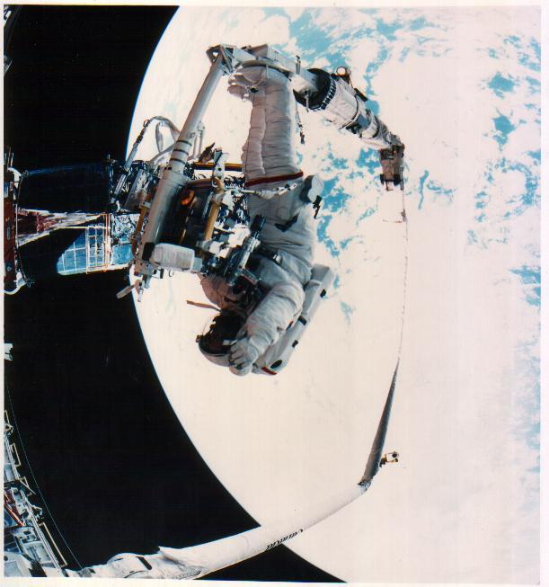 宇宙服も、基本的にはハイテクの最先端技術を駆使して製造されているため、... 長編・フルバージョ